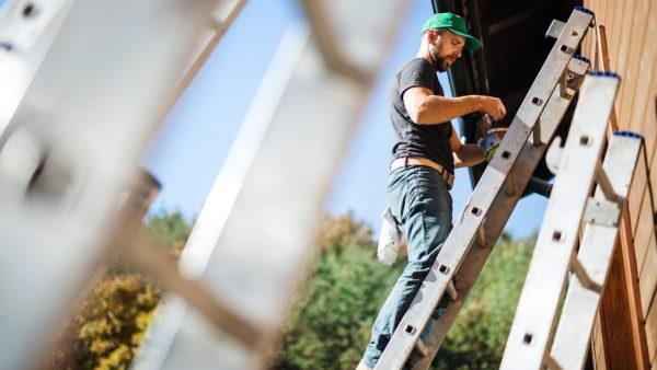 Comment bien utiliser une échelle de toiture?